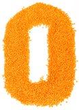 Número de lentejas amarillas en un fondo blanco Foto de archivo libre de regalías