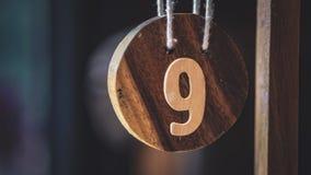 Número de madeira 9 na cafetaria imagem de stock