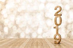 número de madera del año feliz 2019 en sitio de la perspectiva con b chispeante Imagenes de archivo