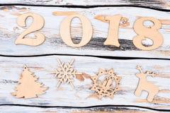 Número de madera 2018 y figuras del Año Nuevo Imágenes de archivo libres de regalías