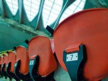 Número de sitios vacíos en un estadio viejo Imagen de archivo libre de regalías