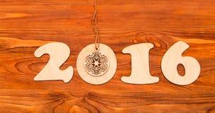 Número do ano novo feliz 2016 feito da madeira Fotos de Stock
