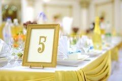 Numere no quadro dourado Foto de Stock Royalty Free
