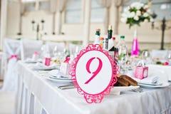 Número do convidado do casamento da tabela 9 no salão do casamento Imagem de Stock