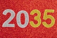 Número dois mil e trinta e cinco sobre um fundo vermelho Anniv Imagens de Stock