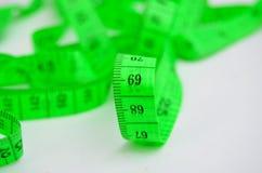 Número 69 en una cinta verde de la medida Ilustración del Vector