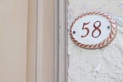 Número en una pared Imagen de archivo