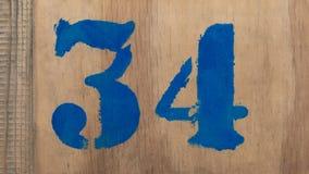Número 34, escrito em uma caixa de madeira Imagens de Stock Royalty Free