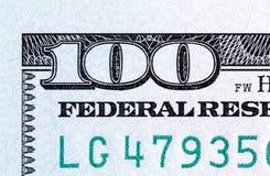 Número 100 Fragmento del nuevo primer de 100 billetes de banco Foto de archivo libre de regalías