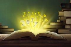 número 2017 hacia fuera del libro Fotografía de archivo libre de regalías