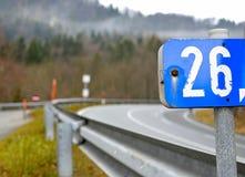 Número 26 - marcador de la señal de tráfico Imagenes de archivo