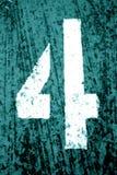 Número 4 no estêncil na parede suja do metal no tom ciano imagem de stock royalty free