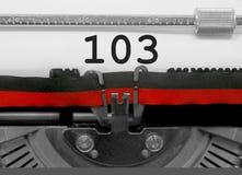 Número 103 pela máquina de escrever velha no Livro Branco Fotografia de Stock