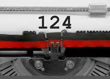Número 124 pela máquina de escrever velha no Livro Branco Fotos de Stock Royalty Free