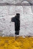 Número pintado uno (1) en un muro de cemento blanco Fotografía de archivo libre de regalías