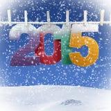 Número 2015 que cuelga en una cuerda para tender la ropa Foto de archivo libre de regalías
