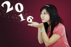 Número que sopla 2016 de la muchacha china Imagenes de archivo
