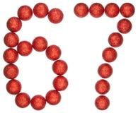 Número 67, sesenta y siete, de las bolas decorativas, aisladas en pizca Foto de archivo libre de regalías