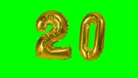 Número 20 veinte años del cumpleaños de globo de oro del aniversario que flota en la pantalla verde - almacen de metraje de vídeo