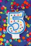 Número vela de cinco cumpleaños fotografía de archivo