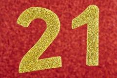 Número vinte e um dourado sobre um fundo vermelho anniversary Foto de Stock Royalty Free