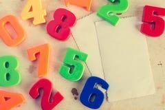 Números coloridos com cartões vazios Fotos de Stock Royalty Free