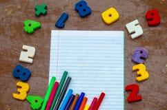Números, cuaderno, plumas Imagen de archivo libre de regalías