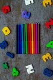 Números, cuaderno, plumas Imágenes de archivo libres de regalías