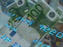 Números de cartão de crédito com dinheiro no fundo Imagens de Stock Royalty Free