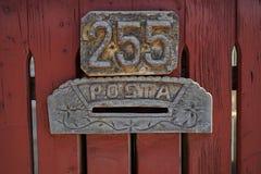 Números de casa con el buzón foto de archivo libre de regalías