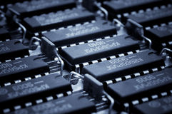 Números de Harmonous de los microcircuitos obsoletos Fondo de la tecnología Fotos de archivo