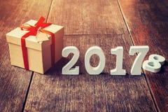 Números de madeira que formam o número 2017, pelo ano novo 2017 sobre Fotografia de Stock Royalty Free