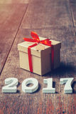 Números de madeira que formam o número 2017, pelo ano novo 2017 sobre Foto de Stock Royalty Free