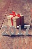 Números de madeira que formam o número 2017, pelo ano novo 2017 sobre Foto de Stock