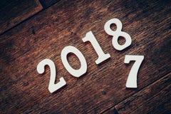 Números de madeira que formam o número 2018, pelo ano novo 2018 sobre Fotografia de Stock Royalty Free
