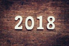 Números de madeira que formam o número 2018, pelo ano novo 2018 sobre Imagens de Stock