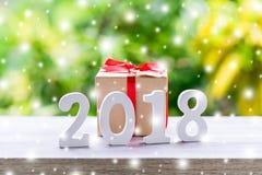 Números de madera que forman el número 2018, por el Año Nuevo con sn Imagenes de archivo