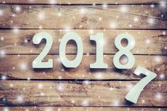 Números de madera que forman el número 2018, por el Año Nuevo y el sno Imagen de archivo libre de regalías