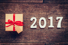 Números de madera que forman el número 2017, por el Año Nuevo 2017 encendido Fotografía de archivo libre de regalías