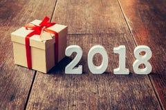 Números de madera que forman el número 2018, por el Año Nuevo 2018 encendido Imágenes de archivo libres de regalías