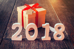 Números de madera que forman el número 2018, por el Año Nuevo 2018 encendido Fotos de archivo libres de regalías