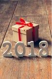 Números de madera que forman el número 2018, por el Año Nuevo 2018 encendido Foto de archivo libre de regalías