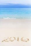 Números del Año Nuevo anotados en la playa Foto de archivo