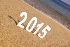 2015 números del Año Nuevo en la playa del mar Foto de archivo libre de regalías