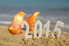 2015 números del Año Nuevo en la playa del mar Imagen de archivo libre de regalías