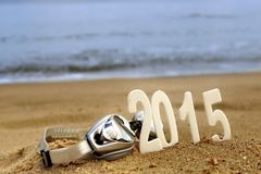 2015 números del Año Nuevo en la playa del mar Fotografía de archivo