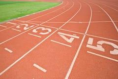 Números del carril de la pista del atletismo Fotos de archivo libres de regalías