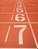 Números del carril de la pista del atletismo Foto de archivo libre de regalías