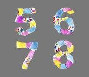 Números del collage de 5 a 8 hechos del papel aislado en backg gris stock de ilustración