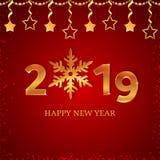 números 2019 del oro con el copo de nieve, las estrellas colgantes en el fondo rojo con nieve que cae y las estrellas Año Nuevo y libre illustration